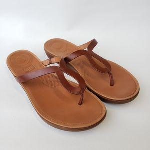 FitFlop   Leather Strata Toe-Thong Sandal Cognac